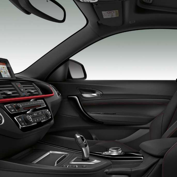 Interiorul BMW Seria 2 Coupé, Model Sport Line